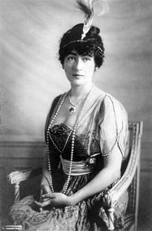 """Η Έβελυν Μακ Λην, το 1914, φορώντας το """"Χόουπ""""..."""