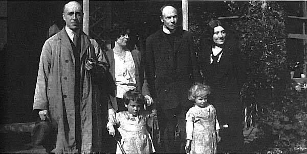 Η οικογένεια Foyster με τον Χάρι Πράις