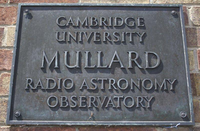 Η επιγραφή του Αστεροσκοπείου Mullard