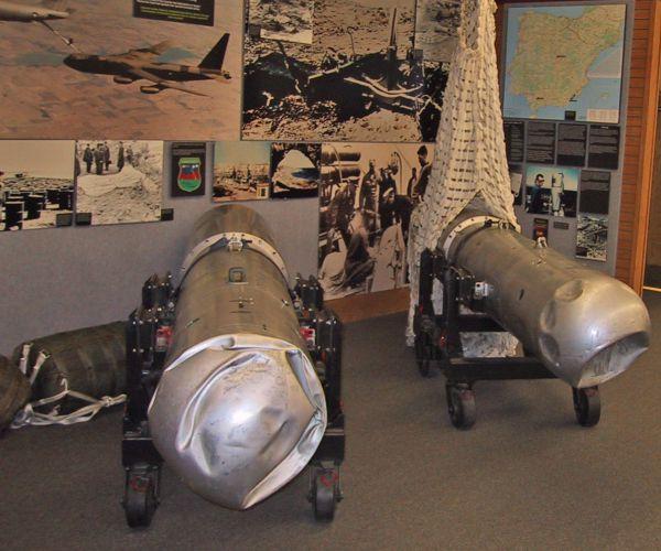 Οι θήκες των δύο, εκ των τεσσάρων, βομβών στο Εθνικό Ατομικό Μουσείο, στην Αλμπουκέρκη του Νέου Μεξικού των ΗΠΑ