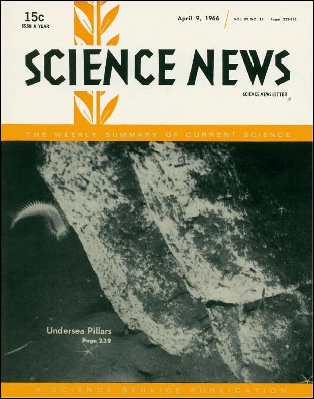 """Το εξώφυλλο του περιοδικού """"Science News"""", στις 9 Απριλίου του 1966, με τη φωτογραφία των βυθισμένων στυλών"""