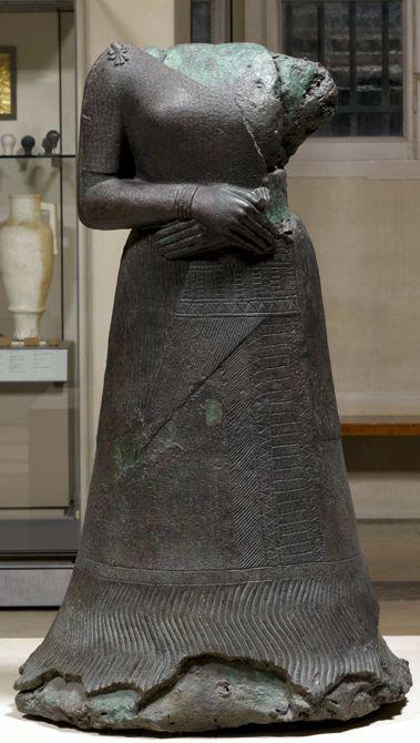 Το μπρούτζινο άγαλμα της Ναπίρ Ασού, στο Μουσείο του Λούβρου