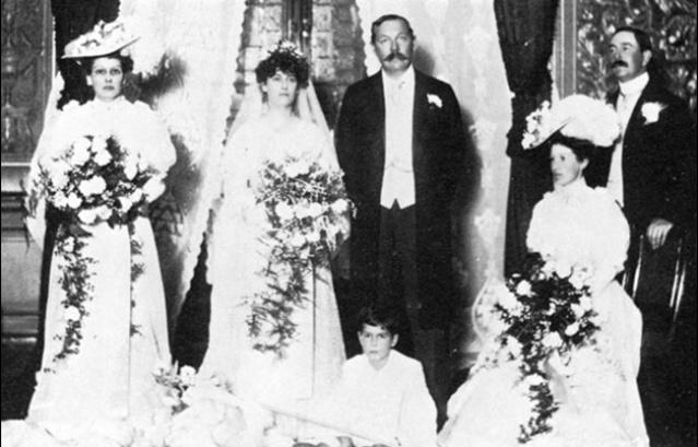 Ο Άρθουρ Κόναν Ντόυλ την ημέρα του γάμου με την Τζιν Ελίζαμπεθ Λέκι (1907)