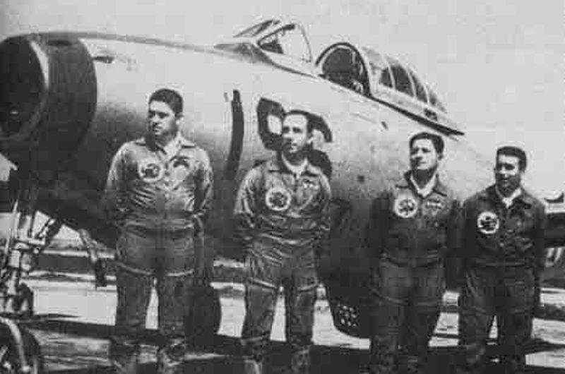 Ο Λέμος Φερρέιρα, δεύτερος από δεξιά