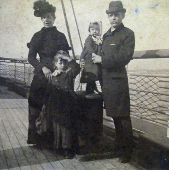 O Χάινριχ Χένσολντ με την οικογένειά του, 1891