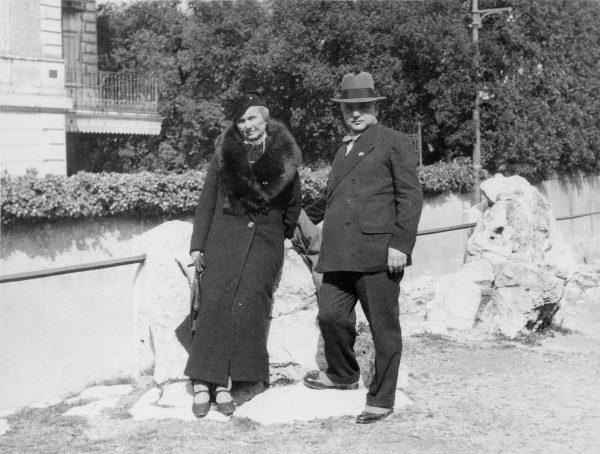 Ο Ιταλός Αιγυπτιολόγος, Δρ. Annibale Evaristo Breccia (1876 - 1967), με τη σύζυγό του