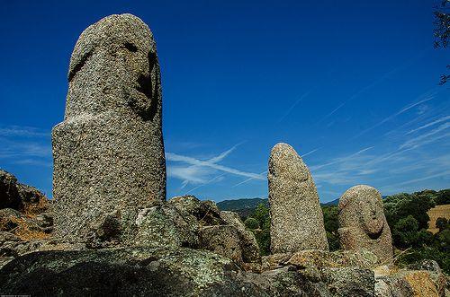 Προϊστορικά μενίρ στη Φιλιτόσα της Κορσικής