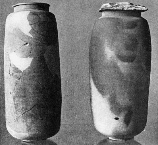 Κεραμεικά αγγεία που βρέθηκαν στις σπηλιές του Κουμράν και περιείχαν παπύρους