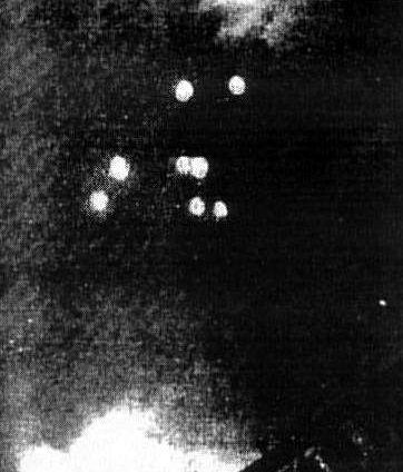 Οκτώ ιπτάμενα αντικείμενα, παρόμοια με εκείνα που είχε δει ο Kenneth Arnold, πάνω από την Τούλσα της Οκλαχόμα των ΗΠΑ, στις 12/07/1947