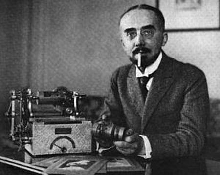 Ο Edouard Belin με την εφεύρεσή του, το 1920