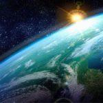 Άγνωστος δορυφόρος σε πολική τροχιά γύρω από τη Γη...