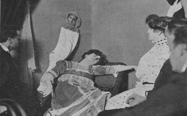 """""""Οι φωτογραφίες των φαντασμάτων"""", το βιβλίο που προκάλεσε αίσθηση το 1912..."""