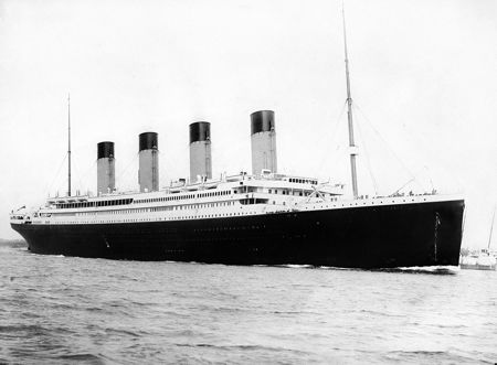 Ο Τιτανικός αναχωρώντας από το λιμάνι του Southampton, στις 10/04/1912, για το πρώτο και τελευταίο του ταξίδι