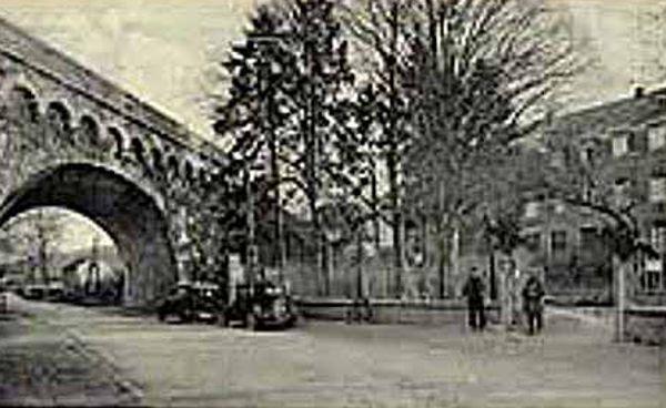 Το σημείο των εμφανίσεων έξω από τη Σχολή Καλογραιών της Παναγίας, στο Beauraing