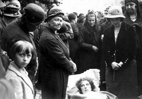 Ασθενείς κατέφταναν στο σημείο των εμφανίσεων της Παναγίας, προσδοκώντας σε ένα θαύμα