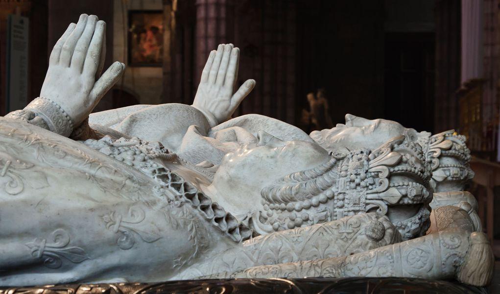 Οι τάφοι της Αικατερίνης των Μεδίκων και του συζύγου της Ερρίκου του 2ου της Γαλλίας, στη Βασιλική του Saint Denis