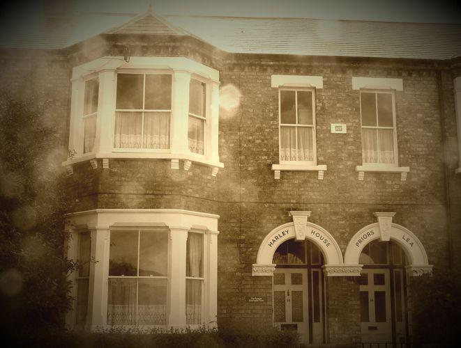 Η έδρα της Εταιρίας της Πανάκειας στο Bedford