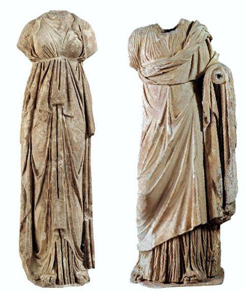 Δύο ακέφαλα αγάλματα που βρέθηκαν στον αρχαιολογικό χώρο της Αυλίδας