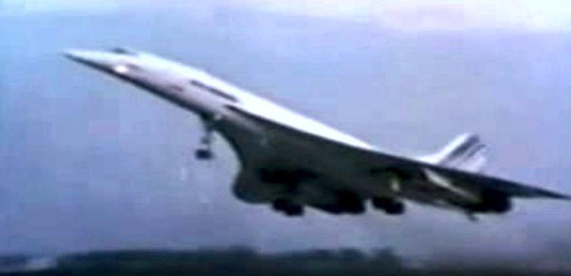"""Στιγμιότυπο από την απογείωση του αεροσκάφους τύπου """"Concord"""", στο οποίο επέβαινε η επιστημονική αποστολή"""