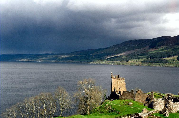 Λοχ Νες, η πανέμορφη λίμνη, στα βάθη της οποίας λέγεται πως κατοικεί το μυστηριώδες πλάσμα