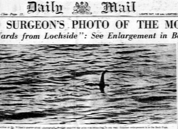 """Η περίφημη φωτογραφία του πλάσματος, που δημοσιεύθηκε στην εφημερίδα """"Daily Mail"""", το 1934"""