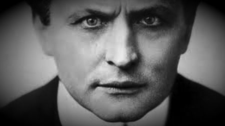 Harry Houdini (24/03/1874 - 31/10/1926)