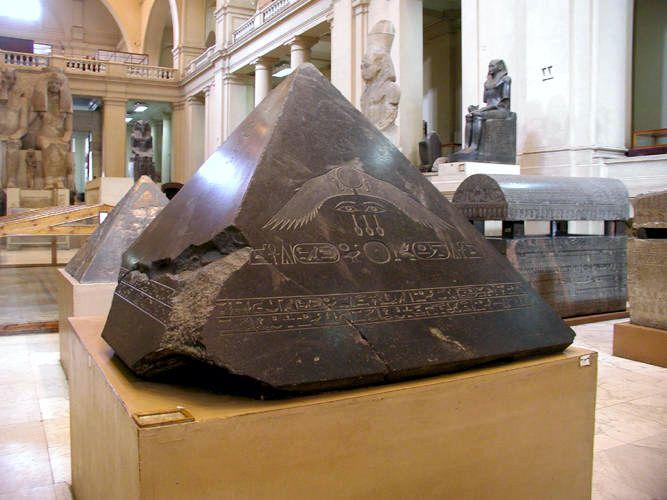 Το πυραμίδιον της Πυραμίδας του Αμενεμχέτ Γ΄