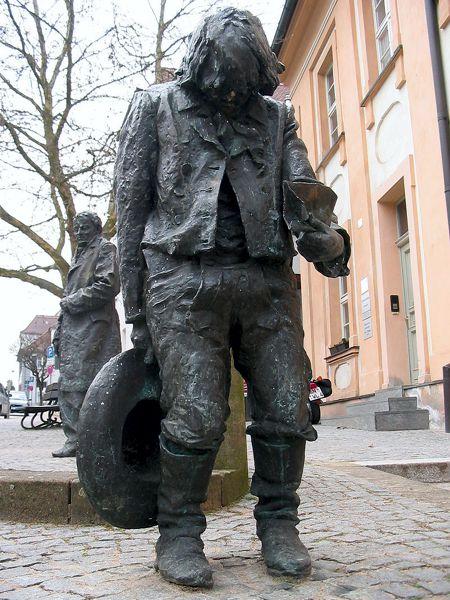 Το άγαλμα του Kaspar Hauser στην πόλη Ansbach της Γερμανίας