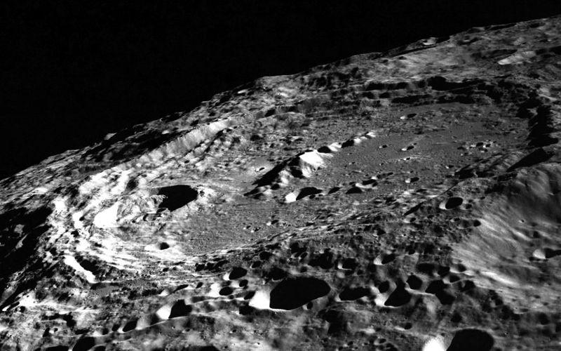 Ενδείξεις ηφαιστειακής δραστηριότητας στη Σελήνη...