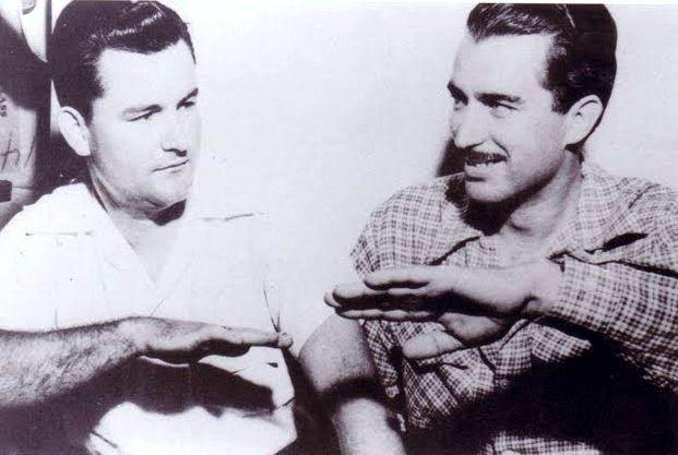 Ο Σμηναγός Clarence S. Chiles και ο συγκυβερνήτης του John B. Whitted