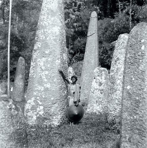 Μονόλιθοι στo νησί Sulawesi της Ινδονησίας (1935)