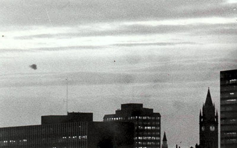 Ιπτάμενος δίσκος πάνω από το Ανατολικό Λονδίνο, το 1970...