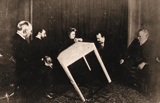 Παρίσι, 1900, πνευματιστική συνεδρίαση