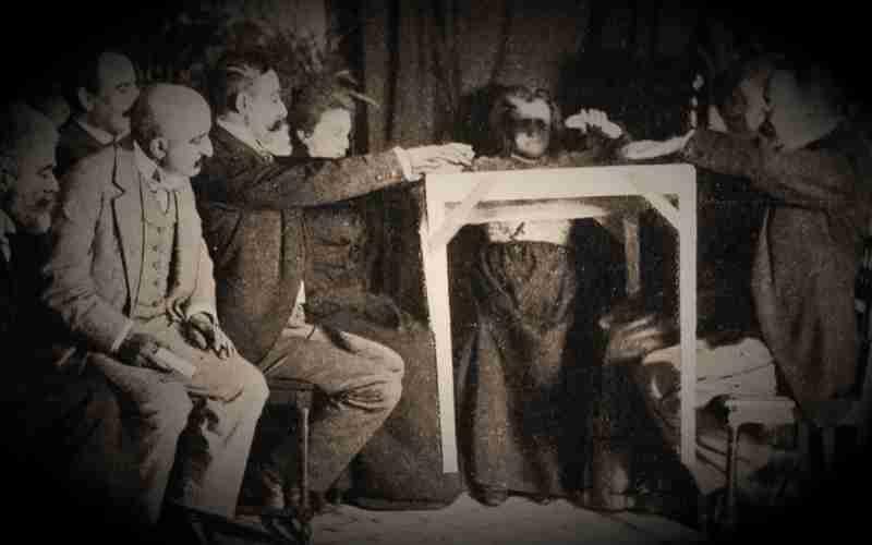 Τα πνευματιστικά πειράματα, που έλαβαν χώρα το 1896 στο Auteuil της Γαλλίας...