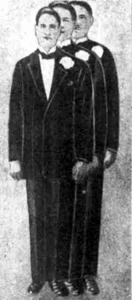 Ο Τζέιμς Βιλλάρ, σε τρεις φωτογραφίες, που πάρθηκαν την ίδια ημέρα και στην κάθε μια από τις οποίες έχει διαφορετικό ύψος