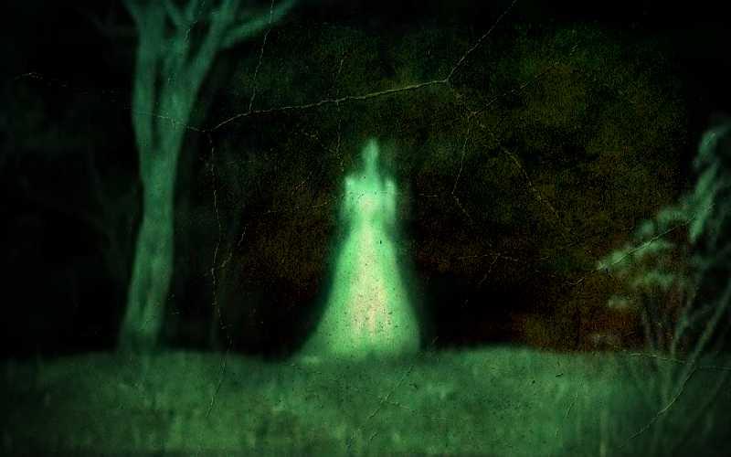 Το φάντασμα της πράσινης γυναίκας και η αδιευκρίνιστη σκιά του…