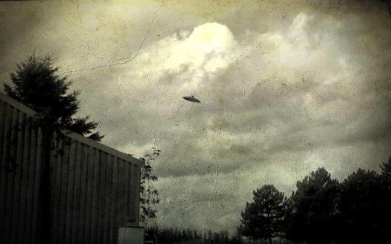 Ιπτάμενοι δίσκοι πάνω από το Οντάριο του Καναδά, το 1950…