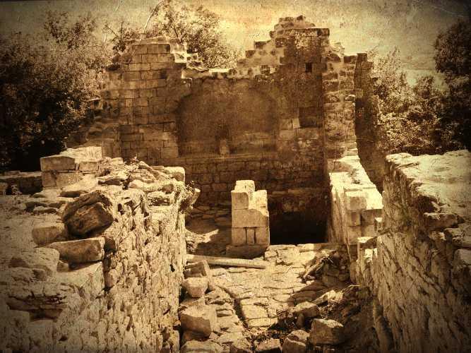 Τα ερείπια του κάστρου de Gozon, στην πόλη Languedoc της Προβηγκίας
