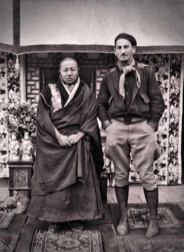 Ο Harrison Forman (δεξιά) στο Μοναστήρι Labrang