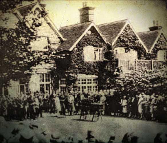Η κηδεία του Sir Arthur Conan Doyle, στο σπίτι του, στο Crowborough