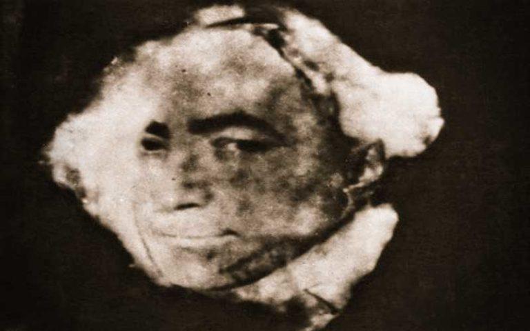 Η πνευματιστική φωτογραφία του συγγραφέα Edgar Wallace, που δίχασε την Αγγλία, το 1932…