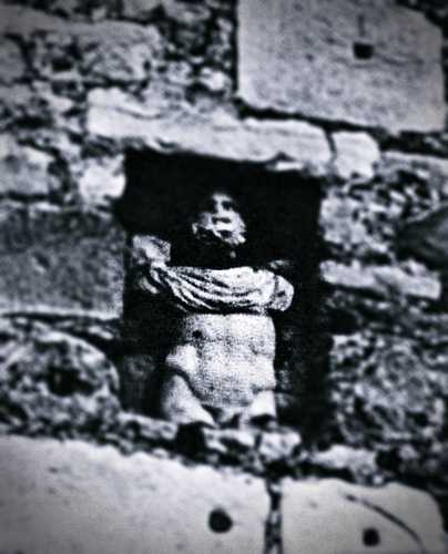 Το παράξενο άγαλμα, εντοιχισμένο σε κοίλωμα του κάστρου της Πάτρας, γνωστό ως Πατρινέλα