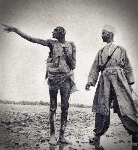 Στ' αριστερά, μέλος της φυλής Σλέουχ του Μαρόκου