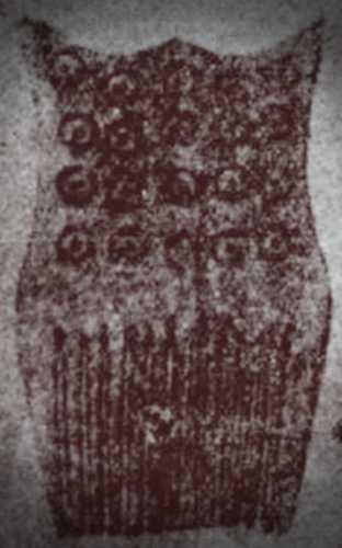 Χτένα από κόκκαλο ζώου, διακοσμημένη με το πανάρχαιο σύμβολο του ήλιου: ο κύκλος με το στίγμα στο κέντρο του