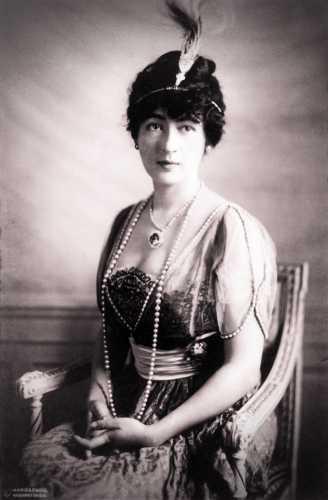 Η Evalyn Walsh McLean (01/08/1886 - 26/04/1947), φορώντας το Γαλάζιο Διαμάντι