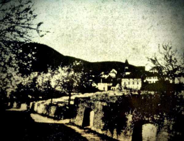 Το μικρό χωριό της Βρετάνης, Lannion, στο οποίο εμφανιζόταν το φάντασμα της σκοτωμένης γυναίκας (φωτογραφία του 1936)