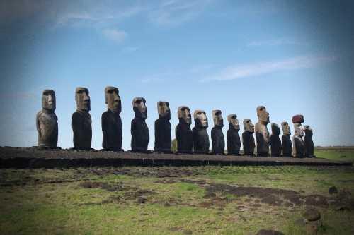Τα μυστηριώδη γιγαντιαία αγάλματα της Νήσου του Πάσχα