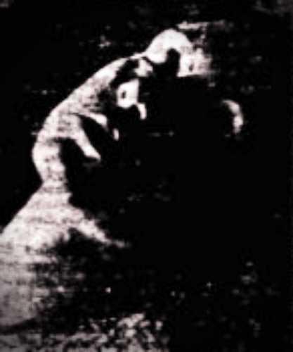 Το μέντιουμ, Ιωάννα Καρυάτη, σε κατάσταση ύπνωσης