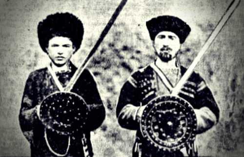 Μέλη μιας περίεργης φυλής της Αρμενίας, οι οποίοι θεωρούνται απόγονοι των Σταυροφόρων και μιλούν έναν παρεφθαρμένο τύπο της αγγλικής γλώσσας