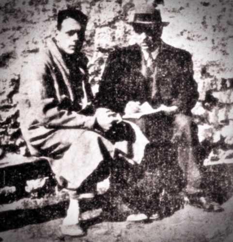 """Ο Εμμανουήλ Μαξούρης (αριστερά) μαζί με τον δημοσιογράφο της """"ΒΡΑΔΥΝΗΣ"""" Βενιζέλο Ζερβέα (δεξιά)"""